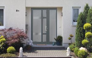 Porte en aluminium vitrée grise