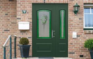 porte en aluminium traditionnelle verte