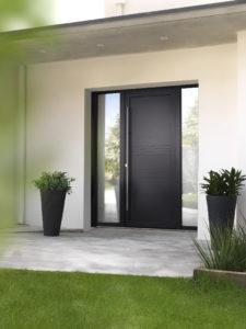 Porte d'entrée mixte bois aluminium noir avec poignée décorative extérieur