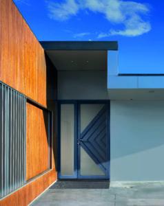 Porte d'entrée mixte bois aluminium avec partie latérale fixe