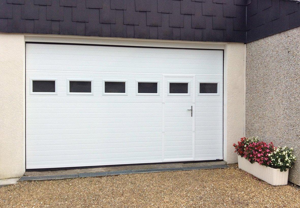 porte-de-garage-tablier-rainure1_pg-rainuree-blanche-portillon