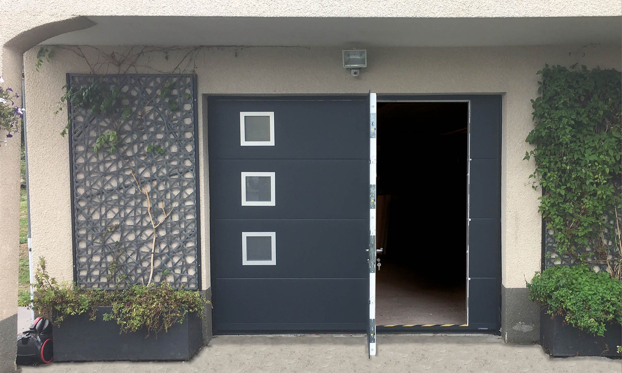 porte-sectionnelle-avec-hublots-et-portillon_photos-sv18