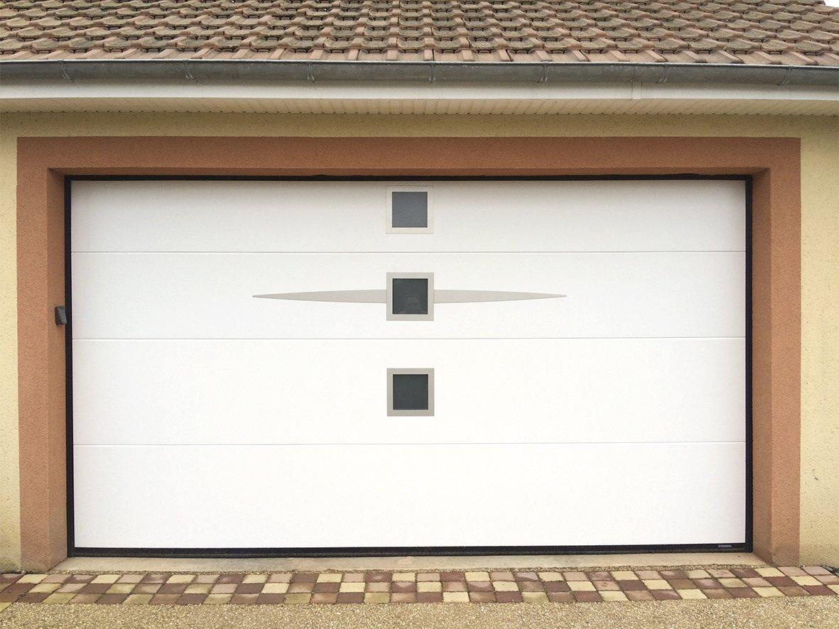 portes-de-garage-sans-rainure1_pg-sans-rainure-ellipso-hublot-carre-blanche